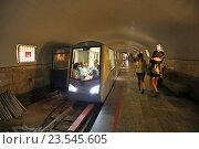 Купить «Электропоезд Эп-563 на станции «Зал Апсны» железной дороги в Новоафонской пещере, Абхазия», эксклюзивное фото № 23545605, снято 23 июля 2016 г. (c) Алексей Гусев / Фотобанк Лори