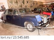 Купить «Автомобиль Daimler Jaguar (1990) в музее Мосфильма», фото № 23545685, снято 4 сентября 2016 г. (c) Александр Перепелицын / Фотобанк Лори