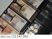 Купить «Деньги в кассовом аппарате», эксклюзивное фото № 23547993, снято 18 сентября 2016 г. (c) Яна Королёва / Фотобанк Лори