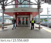 Купить «Платформа станции «Угрешская» Московского центрального кольца (МЦК)», эксклюзивное фото № 23556669, снято 17 сентября 2016 г. (c) lana1501 / Фотобанк Лори