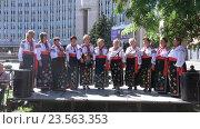 Купить «Выступление национального Украинского хора», видеоролик № 23563353, снято 11 сентября 2016 г. (c) Потийко Сергей / Фотобанк Лори