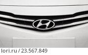 Купить «Логотип компании Hyundai на автомобиле Hyundai Solaris (Accent, Verna)», фото № 23567849, снято 22 марта 2016 г. (c) Konstantinp / Фотобанк Лори