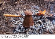 Приготовление кофе на углях. Стоковое фото, фотограф Татьяна Назмутдинова / Фотобанк Лори