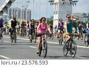 Купить «Московский велопарад по Садовому кольцу», эксклюзивное фото № 23578593, снято 29 мая 2016 г. (c) lana1501 / Фотобанк Лори