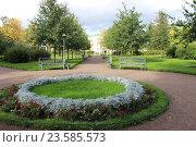 Купить «Парк имени Дзержинского -Санкт-Петербург», фото № 23585573, снято 24 сентября 2016 г. (c) Азаркевич Андрей / Фотобанк Лори