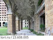 Купить «Разрушенный дом правительства Абхазской АССР, Сухум, Абхазия», эксклюзивное фото № 23608005, снято 19 июля 2016 г. (c) Алексей Гусев / Фотобанк Лори