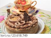 Торт и чашка с блюдцем на столе. Стоковое фото, фотограф Яна Королёва / Фотобанк Лори