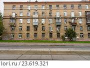 Пятиэтажный кирпичный жилой дом (2016 год). Стоковое фото, фотограф Малахов Алексей / Фотобанк Лори