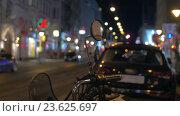 Купить «In Vienna, Austria in the evening street seen mirror of motorcycle», видеоролик № 23625697, снято 22 сентября 2016 г. (c) Данил Руденко / Фотобанк Лори