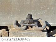 Купить «Рельса и бетонная шпала крупным планом», фото № 23638465, снято 1 мая 2016 г. (c) Сергей Трофименко / Фотобанк Лори
