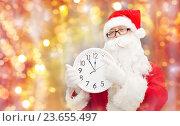 man in costume of santa claus with clock. Стоковое фото, фотограф Syda Productions / Фотобанк Лори