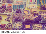 Купить «Market counter with olives and olive products», фото № 23656105, снято 23 июля 2019 г. (c) Яков Филимонов / Фотобанк Лори