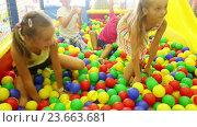 small girls and boys playing together. Стоковое видео, видеограф Яков Филимонов / Фотобанк Лори
