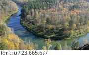 Купить «Бердские скалы, или Зверобой - одно из красивейших мест в Новосибирской области / River Berd in fall time», видеоролик № 23665677, снято 30 сентября 2016 г. (c) Serg Zastavkin / Фотобанк Лори