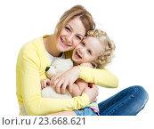 Купить «mother playing with her kid girl and plush toy», фото № 23668621, снято 24 января 2014 г. (c) Оксана Кузьмина / Фотобанк Лори