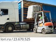 Купить «Loading works. Forklift with load and lorry truck», фото № 23670525, снято 22 августа 2016 г. (c) Дмитрий Калиновский / Фотобанк Лори