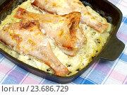 Купить «Морской окунь, запеченный в сковороде с луком и сливочным соусом», фото № 23686729, снято 28 сентября 2016 г. (c) Елена Коромыслова / Фотобанк Лори