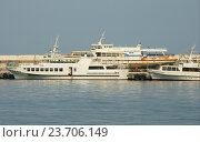 Купить «Морской порт в Ялте», эксклюзивное фото № 23706149, снято 20 июня 2018 г. (c) Михаил Карташов / Фотобанк Лори
