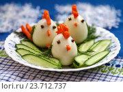 Купить «Смешные цыплята из яиц - детская еда, закуска на новогодний стол с символом 2017 года», фото № 23712737, снято 6 октября 2016 г. (c) Natalya Sidorova / Фотобанк Лори
