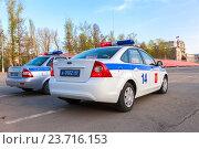 Купить «Russian police patrol cars of the State Automobile Inspectorate parked on the city street in summer day», фото № 23716153, снято 19 июня 2019 г. (c) FotograFF / Фотобанк Лори