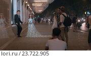 Купить «Vietnamese bride and groom having photo shoot. Hanoi, Vietnam», видеоролик № 23722905, снято 27 октября 2015 г. (c) Данил Руденко / Фотобанк Лори