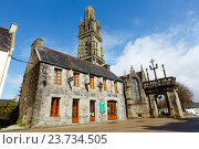 The parish of Lampaul-Guimiliau, Brittany, France. (2014 год). Редакционное фото, фотограф Юрий Брыкайло / Фотобанк Лори