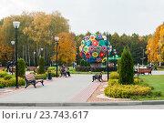 Купить «Город Тула. Место отдыха в центральном парке города Тулы осенью», эксклюзивное фото № 23743617, снято 4 октября 2016 г. (c) Игорь Низов / Фотобанк Лори