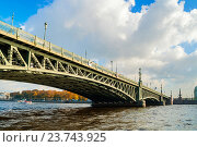 Купить «Троицкий мост - подъемный мост через Неву в Санкт-Петербурге, Россия», фото № 23743925, снято 3 октября 2016 г. (c) Зезелина Марина / Фотобанк Лори