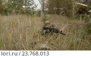 Купить «Солдат ищет врага», видеоролик № 23768013, снято 7 октября 2016 г. (c) Сергей Елизаров / Фотобанк Лори