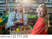 Купить «Male staff assisting woman in selecting fresh vegetables», фото № 23771205, снято 17 мая 2016 г. (c) Wavebreak Media / Фотобанк Лори