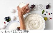 Купить «Ингредиенты для выпечки ягодного пирога», фото № 23773909, снято 15 августа 2016 г. (c) Ярослав Данильченко / Фотобанк Лори