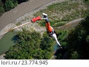 Купить «Девушка прыгает с высоты 69 метров в скайпарке, Сочи», фото № 23774945, снято 24 сентября 2016 г. (c) Инна Грязнова / Фотобанк Лори