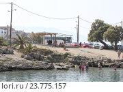 Купить «Пляж вблизи гавани Sisi. Крит. Греция», фото № 23775157, снято 18 сентября 2016 г. (c) Алексей Сварцов / Фотобанк Лори