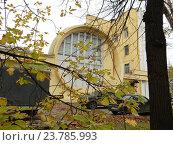 Купить ««Гараж Госплана» – памятник архитектуры, построен в 1936 году. Авиамоторная улица, 63, строение 1. Район Лефортово. Москва», эксклюзивное фото № 23785993, снято 12 октября 2016 г. (c) lana1501 / Фотобанк Лори