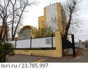 Купить ««Гараж Госплана» – памятник архитектуры, построен в 1936 году. Авиамоторная улица, 63, строение 1. Район Лефортово. Москва», эксклюзивное фото № 23785997, снято 12 октября 2016 г. (c) lana1501 / Фотобанк Лори