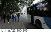 Купить «Общественный транспорт на улицах Хельсинки, Финляндия», видеоролик № 23800805, снято 7 октября 2016 г. (c) Кекяляйнен Андрей / Фотобанк Лори