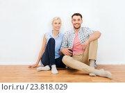Купить «happy couple of man and woman to new home», фото № 23818029, снято 6 июня 2015 г. (c) Syda Productions / Фотобанк Лори