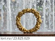 Купить «Декоративные элементы, украшающие фонтан по окружности. Украинский бульвар. Район Дорогомилово. Москва», эксклюзивное фото № 23825029, снято 31 июля 2016 г. (c) lana1501 / Фотобанк Лори