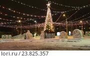 Купить «Новогодняя елка на площади», видеоролик № 23825357, снято 17 марта 2018 г. (c) Евгений Ткачёв / Фотобанк Лори