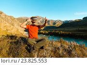 Купить «Молодой человек в очках виртуальной реальности в горах», фото № 23825553, снято 17 сентября 2016 г. (c) Сергей Тимофеев / Фотобанк Лори
