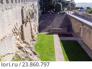 Купить «Во дворе крепости Гуайта. Сан-Марино», фото № 23860797, снято 6 ноября 2015 г. (c) Евгений Ткачёв / Фотобанк Лори