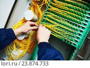 Купить «internet connection. engineer connecting fiber optic cables», фото № 23874733, снято 3 февраля 2016 г. (c) Дмитрий Калиновский / Фотобанк Лори