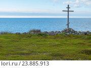 Купить «Деревянный крест на берегу Белого моря», фото № 23885913, снято 13 июня 2016 г. (c) Дмитрий Грушин / Фотобанк Лори