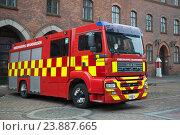 Купить «Пожарный автомобиль MAN TGM крупным планом. Копенгаген, Дания», фото № 23887665, снято 1 ноября 2014 г. (c) Виктор Карасев / Фотобанк Лори