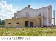 Строительство кирпичного коттеджа. Стоковое фото, фотограф Дарья Каба / Фотобанк Лори