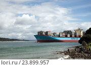 Купить «Огромные грузовое судно Maersk Line в бухте Пилот, Mount Maunganui, Новая Зеландия», фото № 23899957, снято 4 октября 2016 г. (c) Евгений Дробитько / Фотобанк Лори