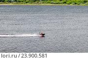 Водный мотоцикл мчится по реке Волга. Стоковое фото, фотограф Александр Басов / Фотобанк Лори