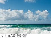 Большие волны Атлантического океана. Солнечный день. Португалия (2016 год). Стоковое фото, фотограф E. O. / Фотобанк Лори