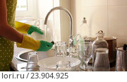 Купить «housewife in rubber gloves washing dishes», видеоролик № 23904925, снято 7 августа 2016 г. (c) Яков Филимонов / Фотобанк Лори