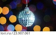 Купить «Mirror ball rotates at background of bokeh lights», видеоролик № 23907061, снято 18 ноября 2015 г. (c) Александр Багно / Фотобанк Лори
